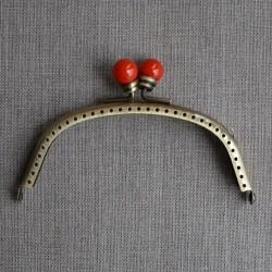 Broche de metal para monedero con perlas naranja Alegra