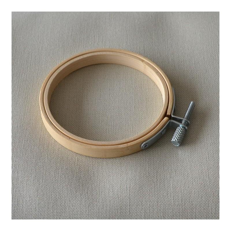 Tambour à broder en bois diamètre 7,5cm